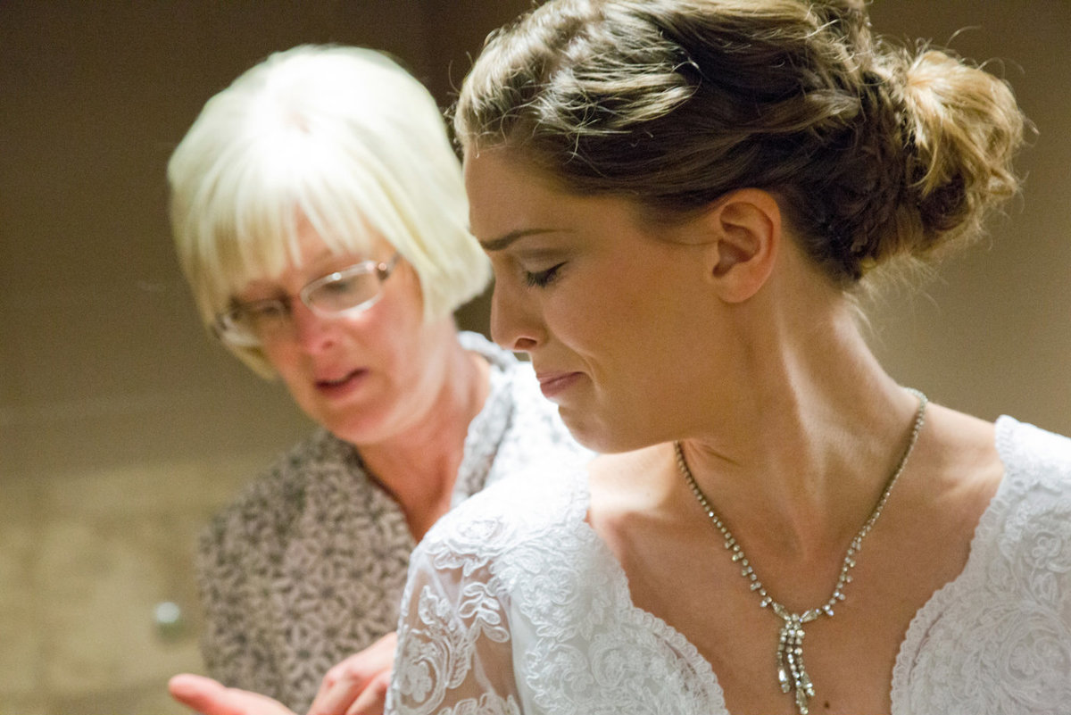 bridal room tearful break down with mom, sioux falls