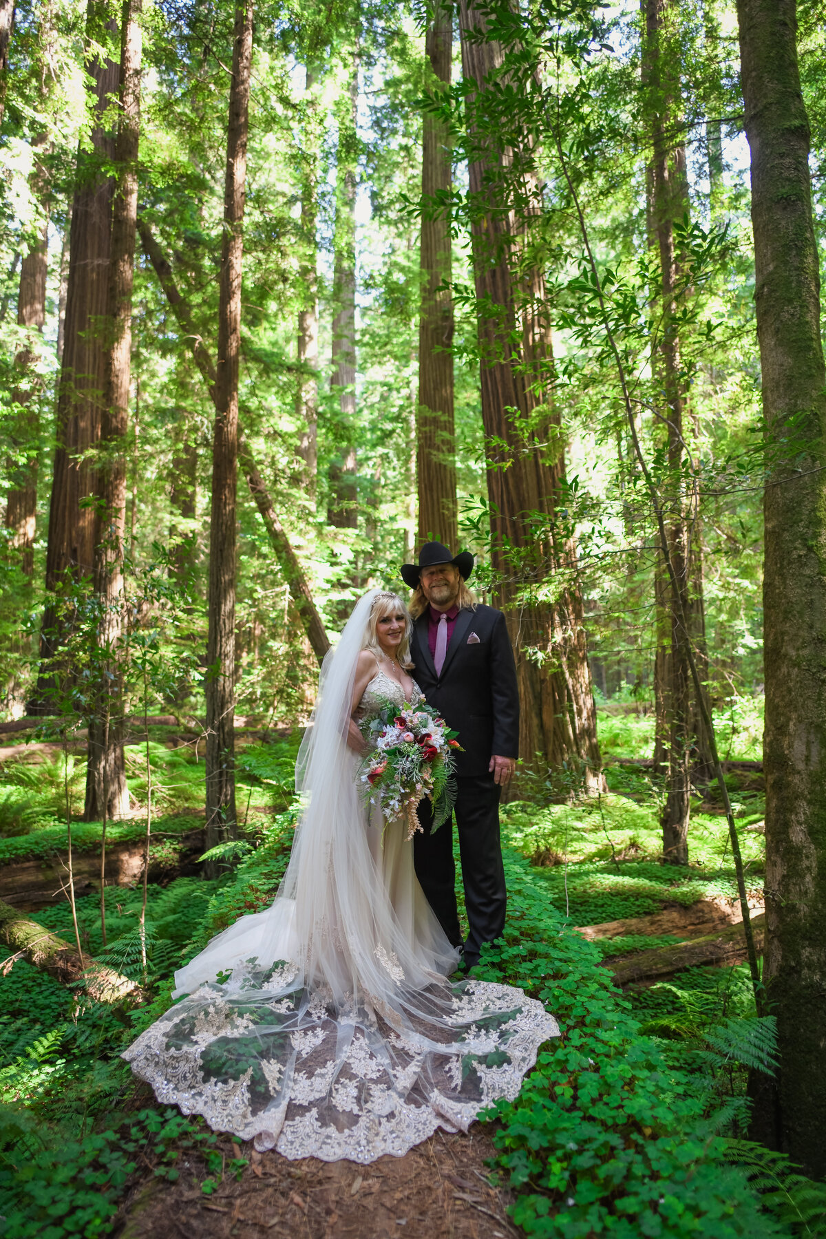 Redway-California-elopement-photographer-Parky's-Pics-Photography-redwoods-elopement-Avenue-of-the-Giants-Pepperwood-California-12.jpg