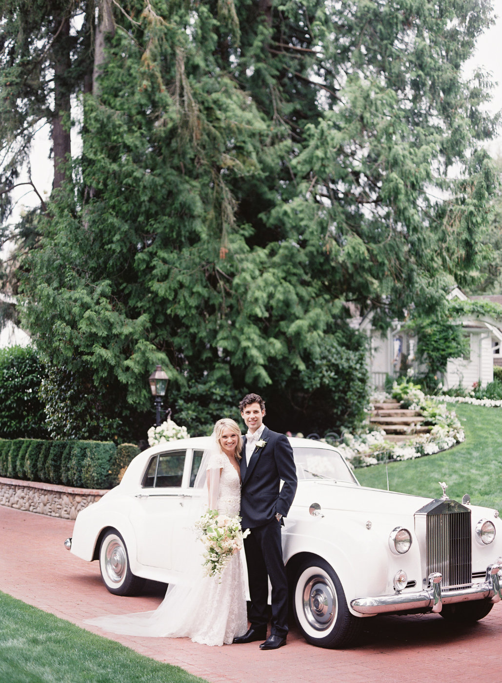 Luxury garden wedding with vintage car.