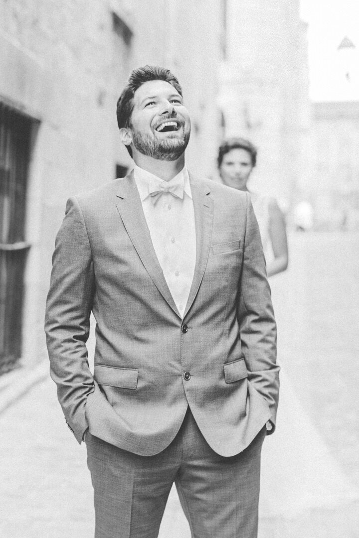 junophoto_groom_reaction_first_look_old_montreal_wedding-001