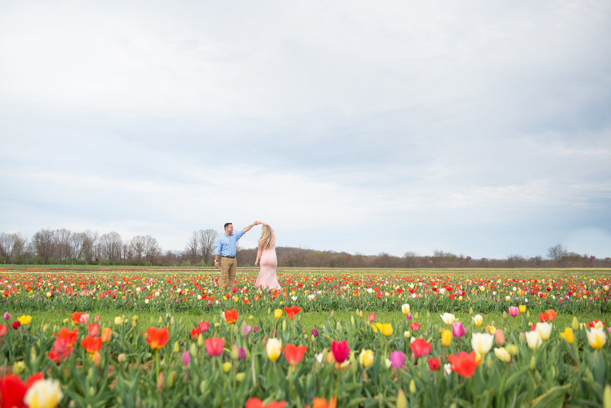 rachel-sean-spring-maternity-session-holland-ridhe-farms-imagery-by-marianne-2019-66
