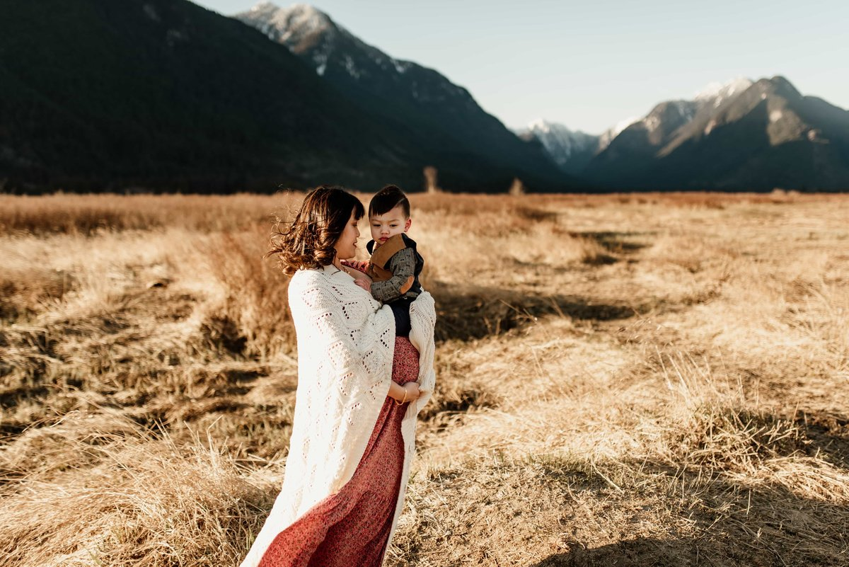 Pitt Lake maternity photography