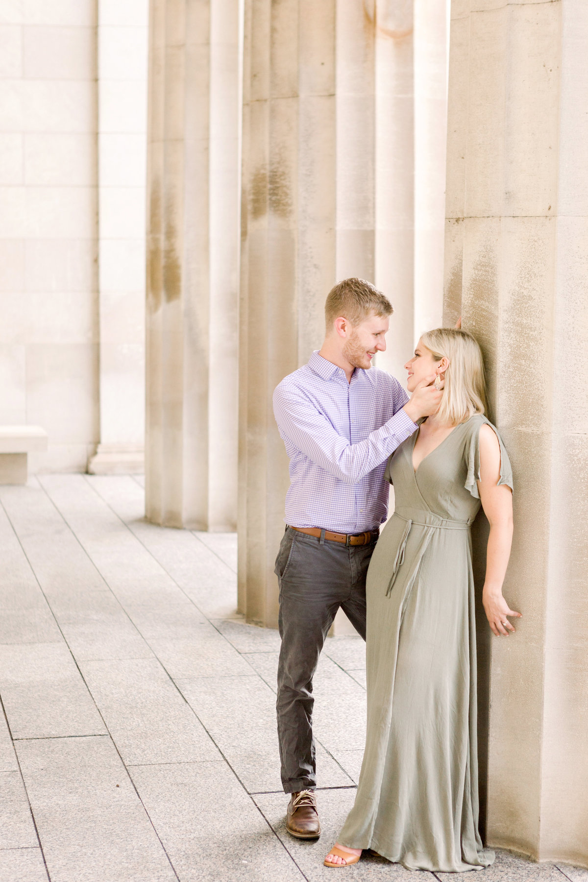 Cincinnati-engagement-wedding-photographer-eden-park-art-museum-smale-riverfront015