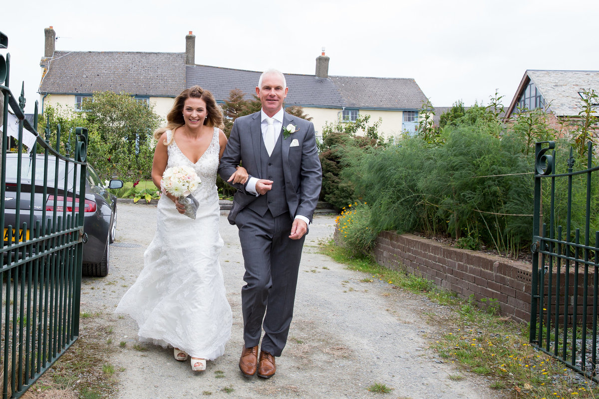august wet wedding at the oak barn devon