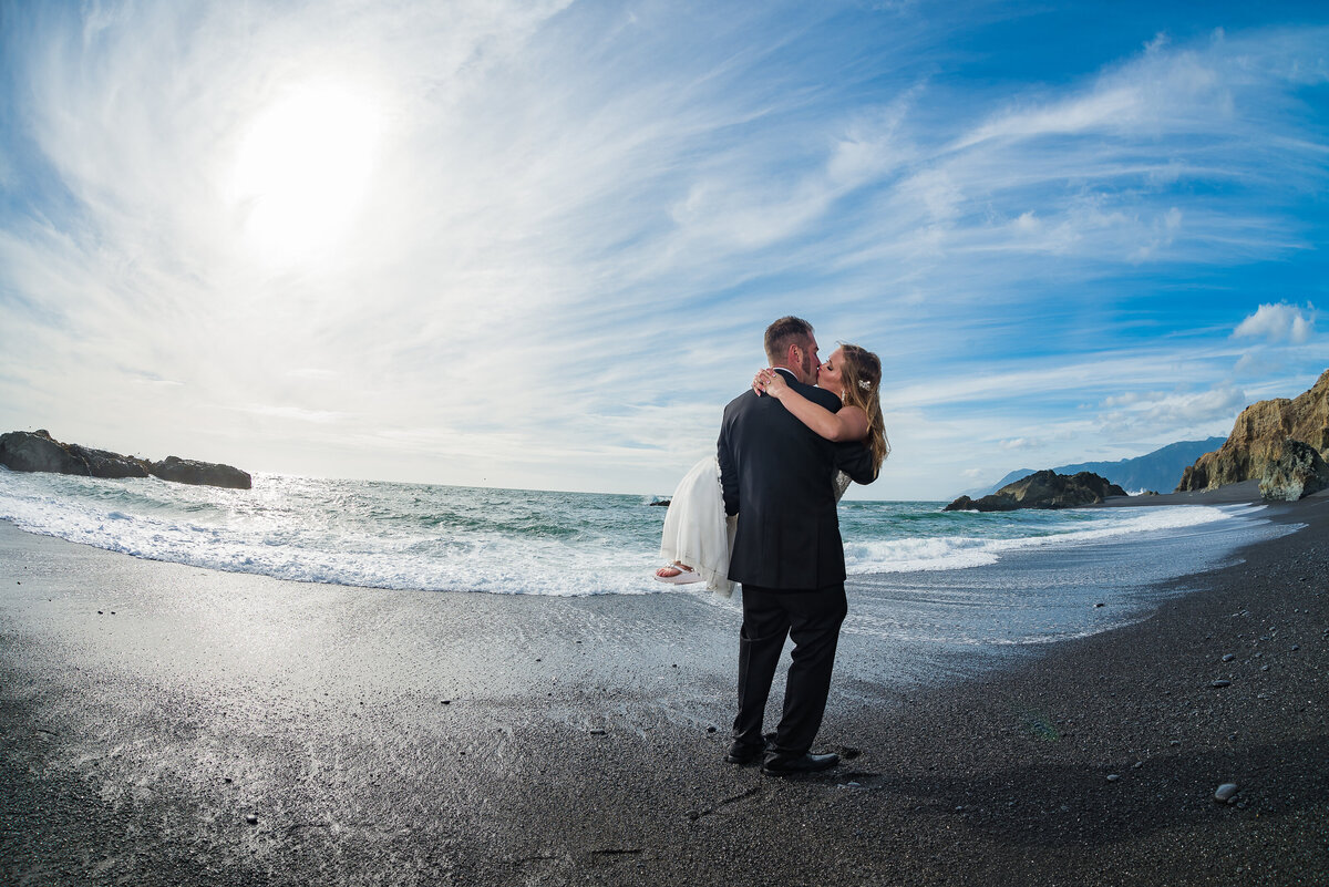 Shelter-Cove-Black-Sannds-Beach-photographer-adventure-elopement-intimate-destination-wedding-nor-cal-beach-elopement-10