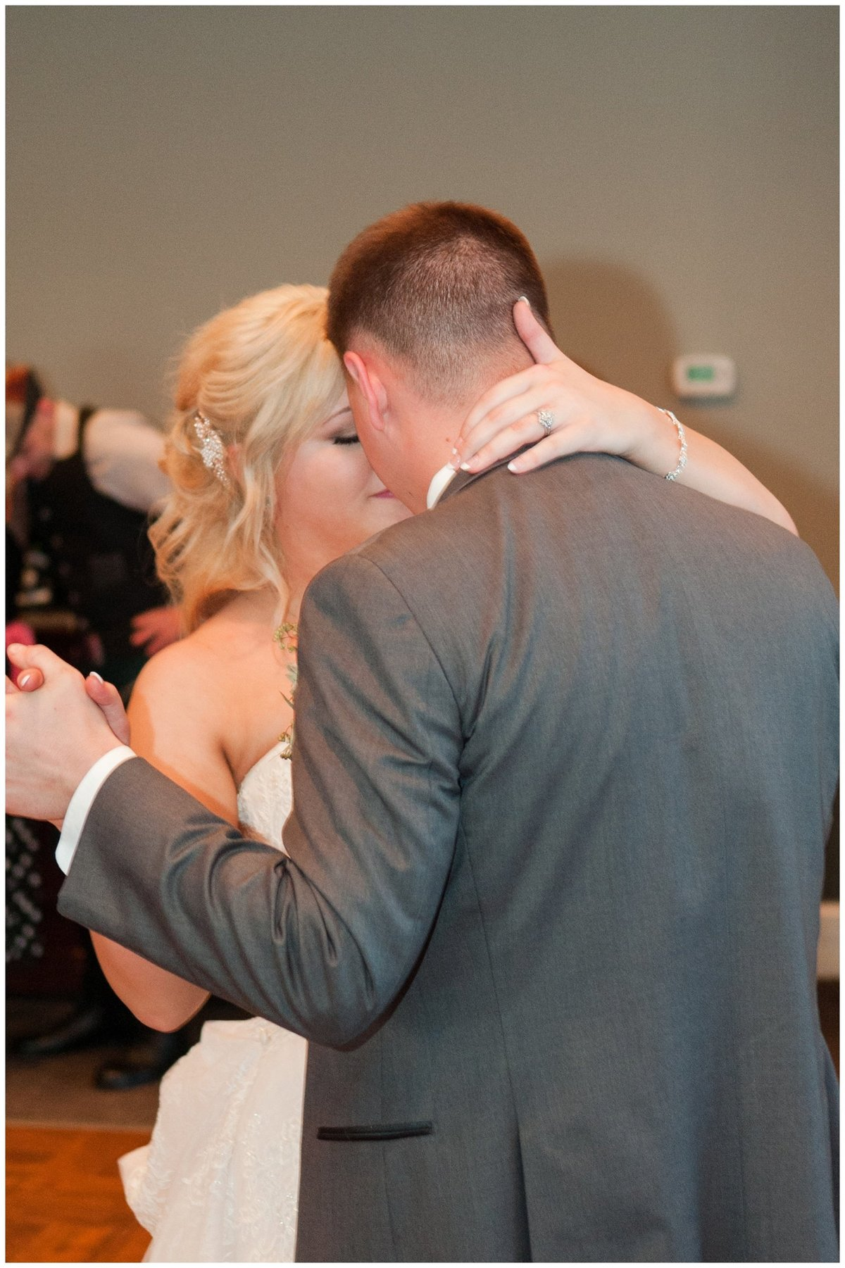 Heritage golf and country club wedding hilliard ohio wedding photos_0081