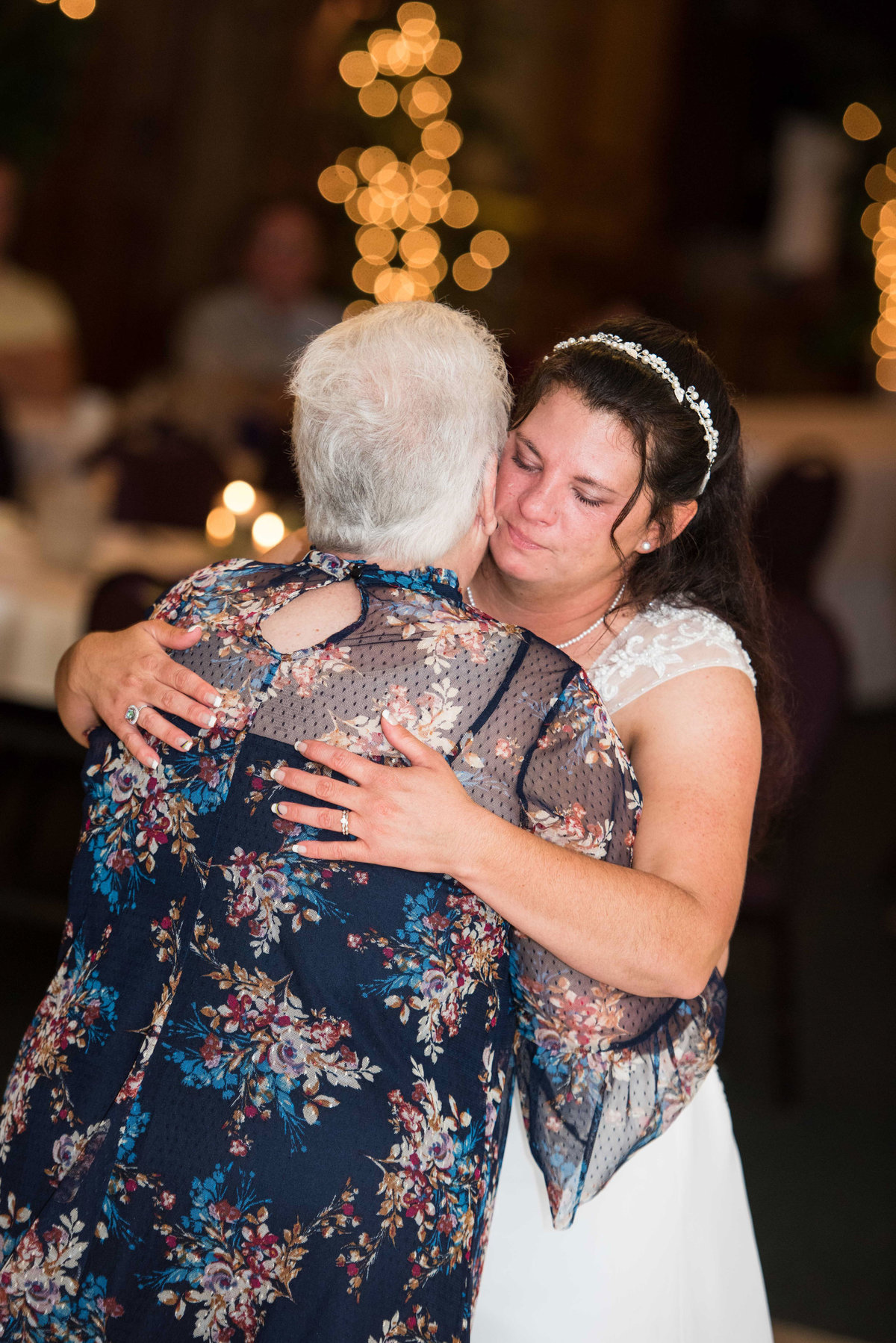bride cries dance with mother