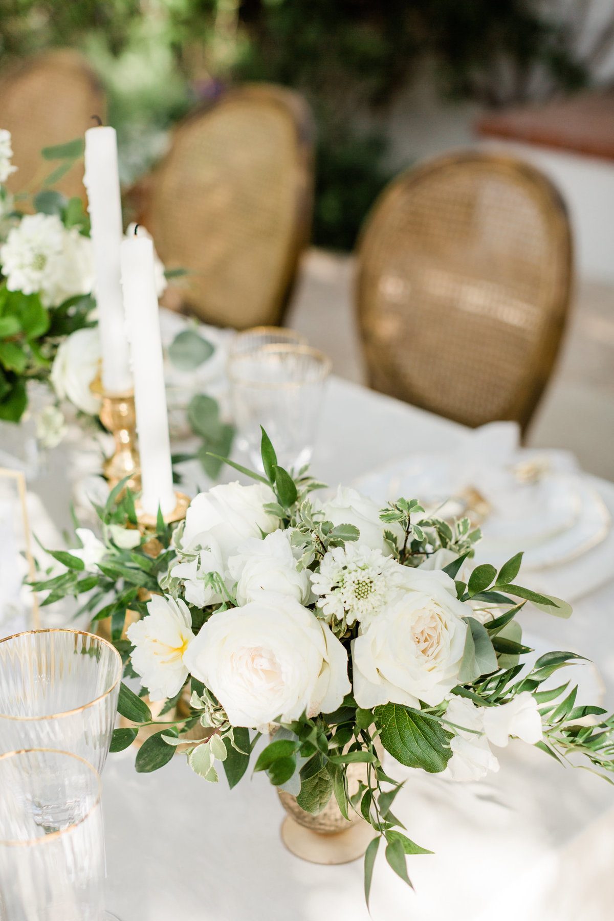 white classic wedding reception floral arrangement for a wedding at el chorro in paradise arizona