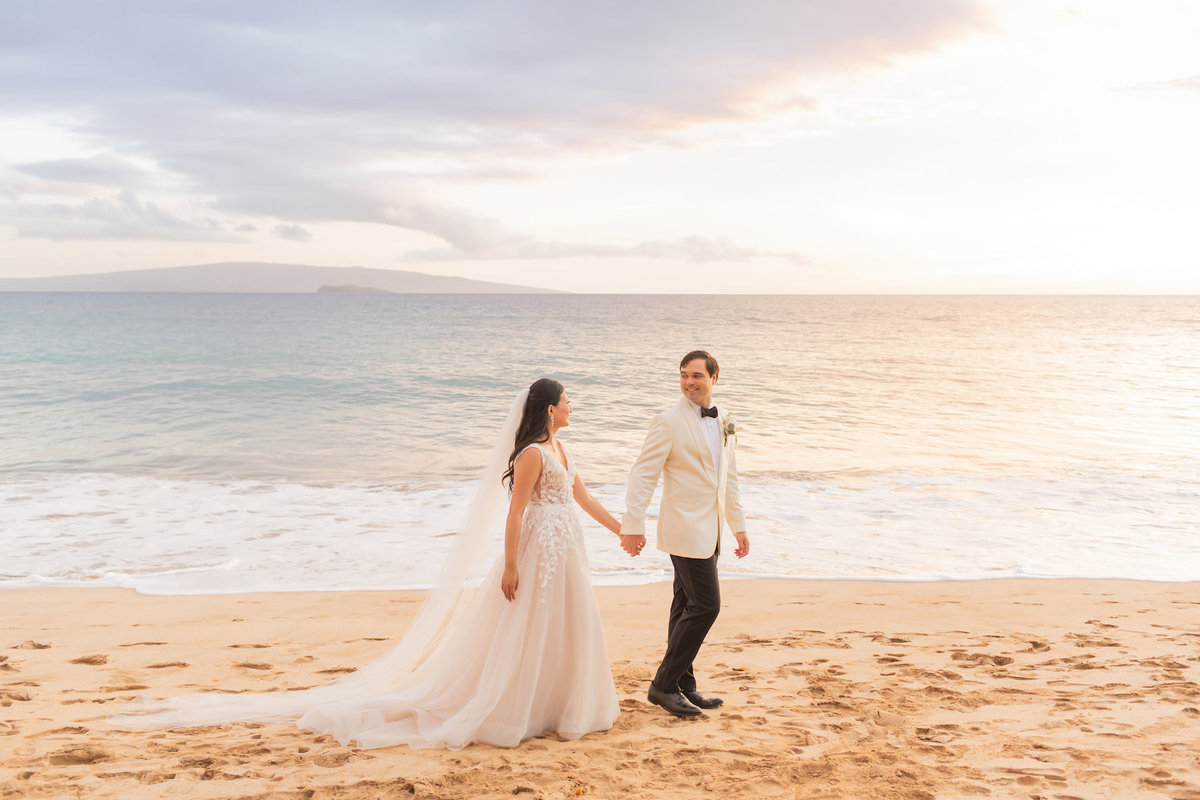 bride and groom maui wedding  photography