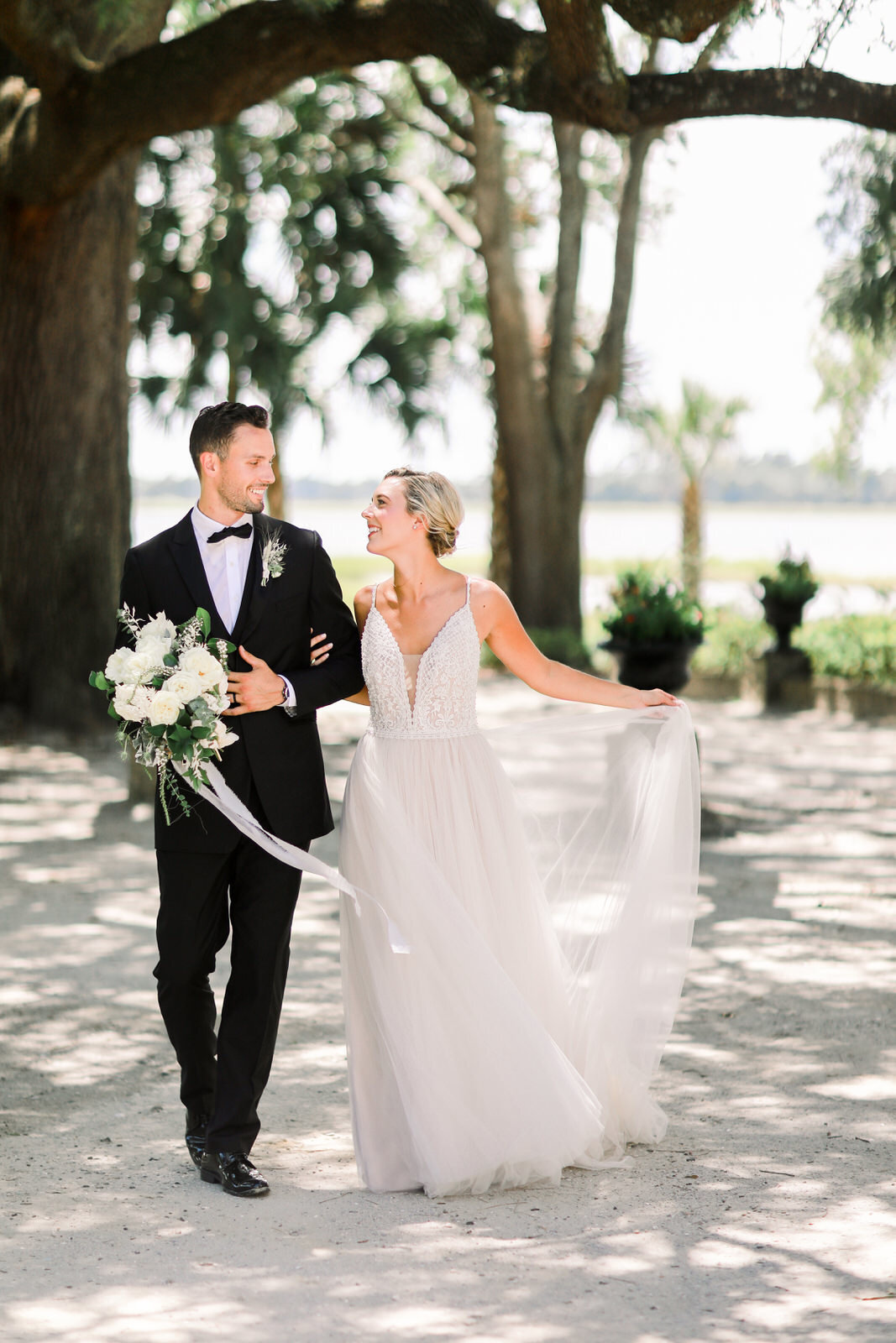 Classically southern wedding photography at Lowndes Grove wedding venue in Charleston, South Carolina.
