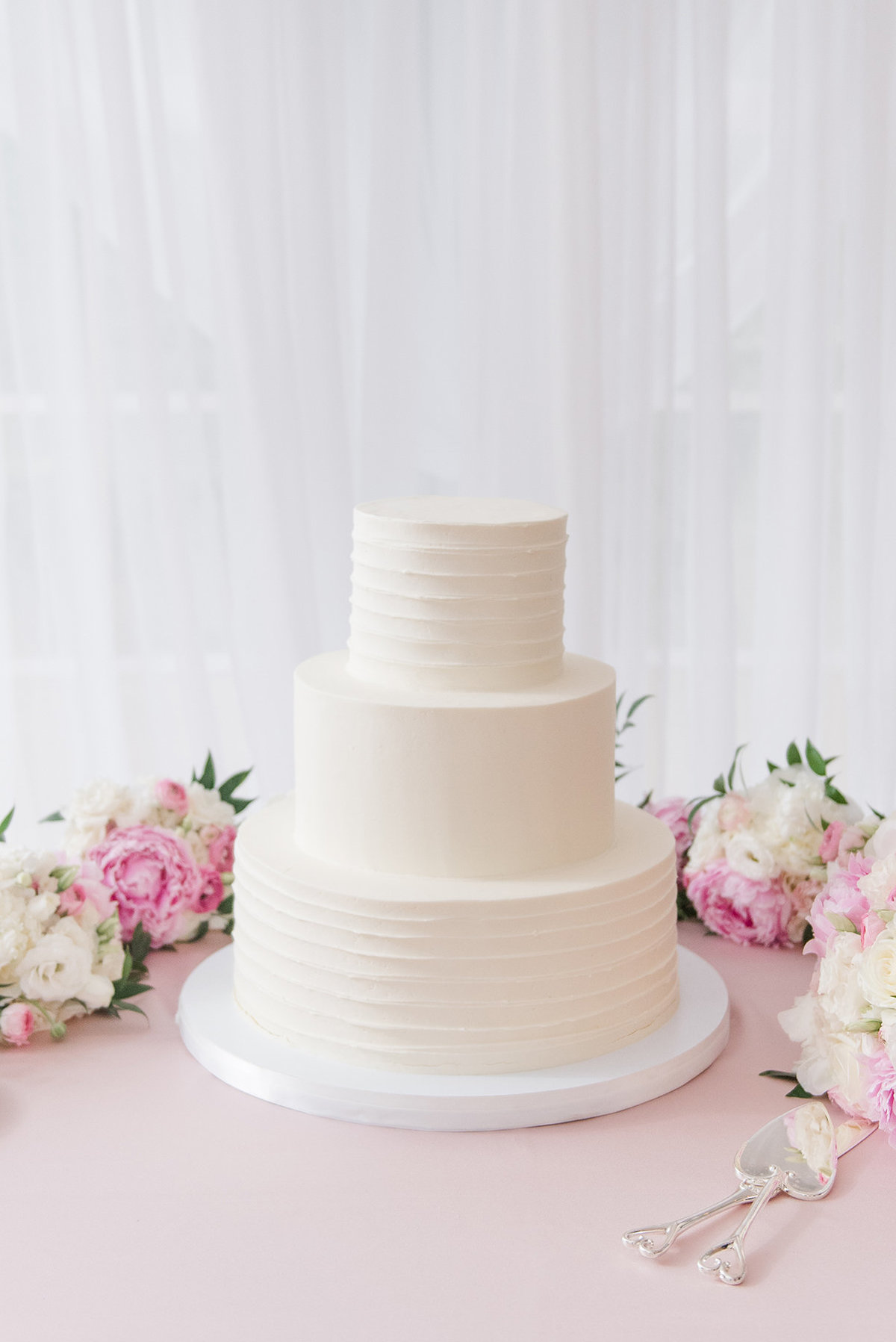 rust-manor-house-northern-virginia-timeless-wedding-cake-photo