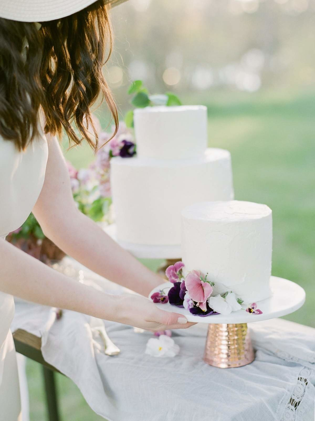 white-wedding-cake-northern-michigan-florist