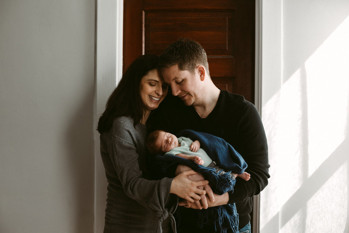 milwaukee-newborn-photographer.lifestyle-newborn.erika-lee-photography.rufer.03