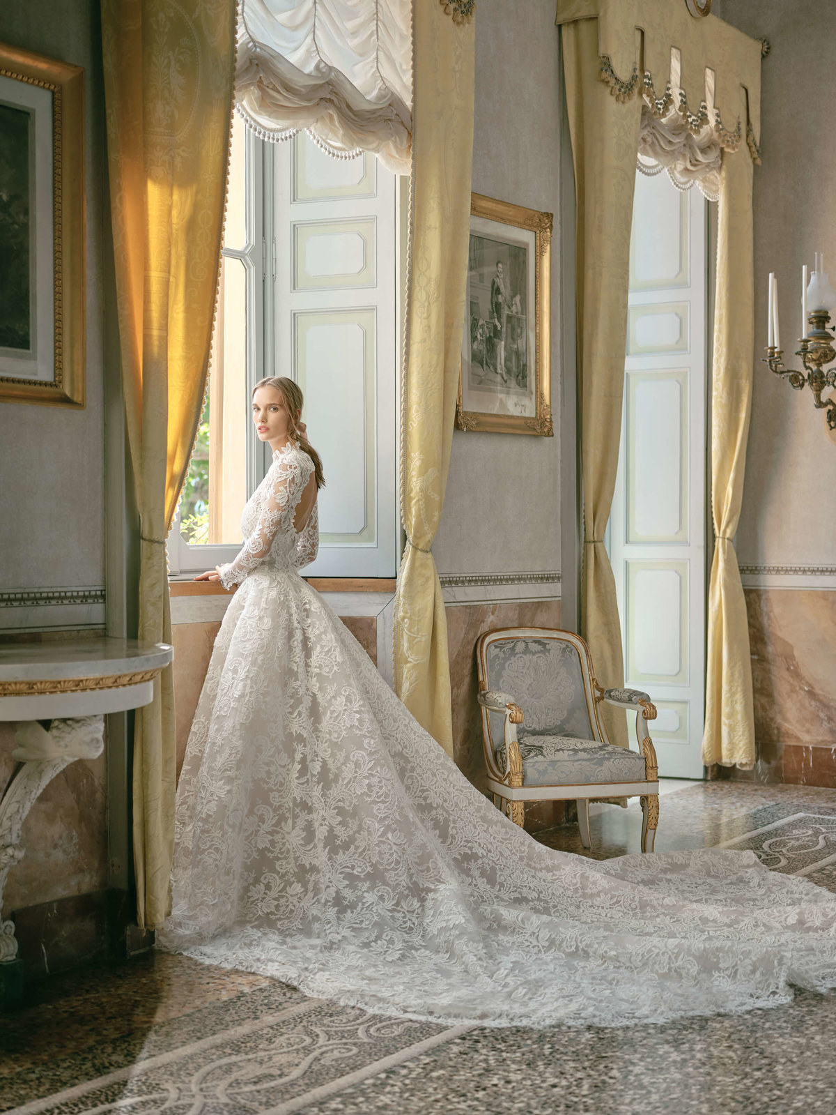 18-KTMerry-MoniqueLhuillier-Fall2020-Bridal-Look10-Emilia