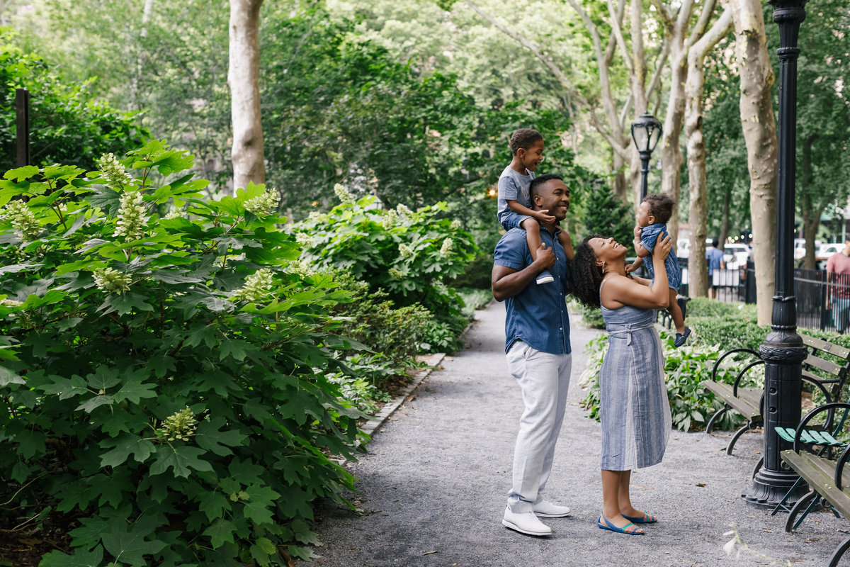 Family_Session_Inspiration_Tudor_City_Gardens_New_York_Amy_Anaiz006