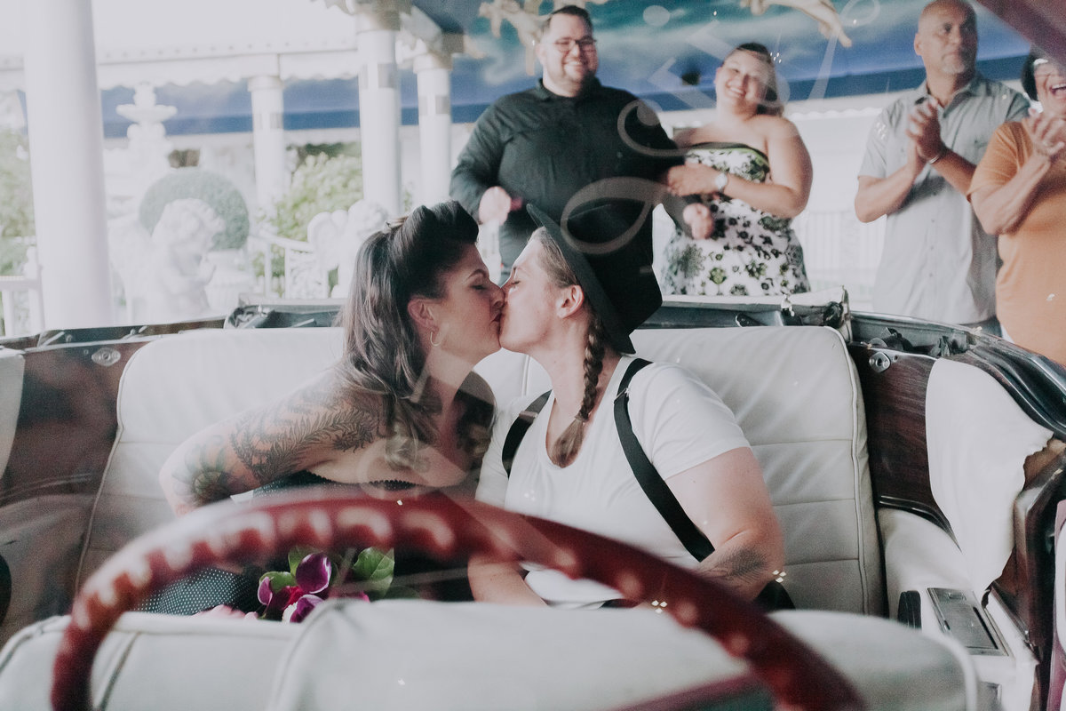 Reno wedding photos couple kisses in car at chapel