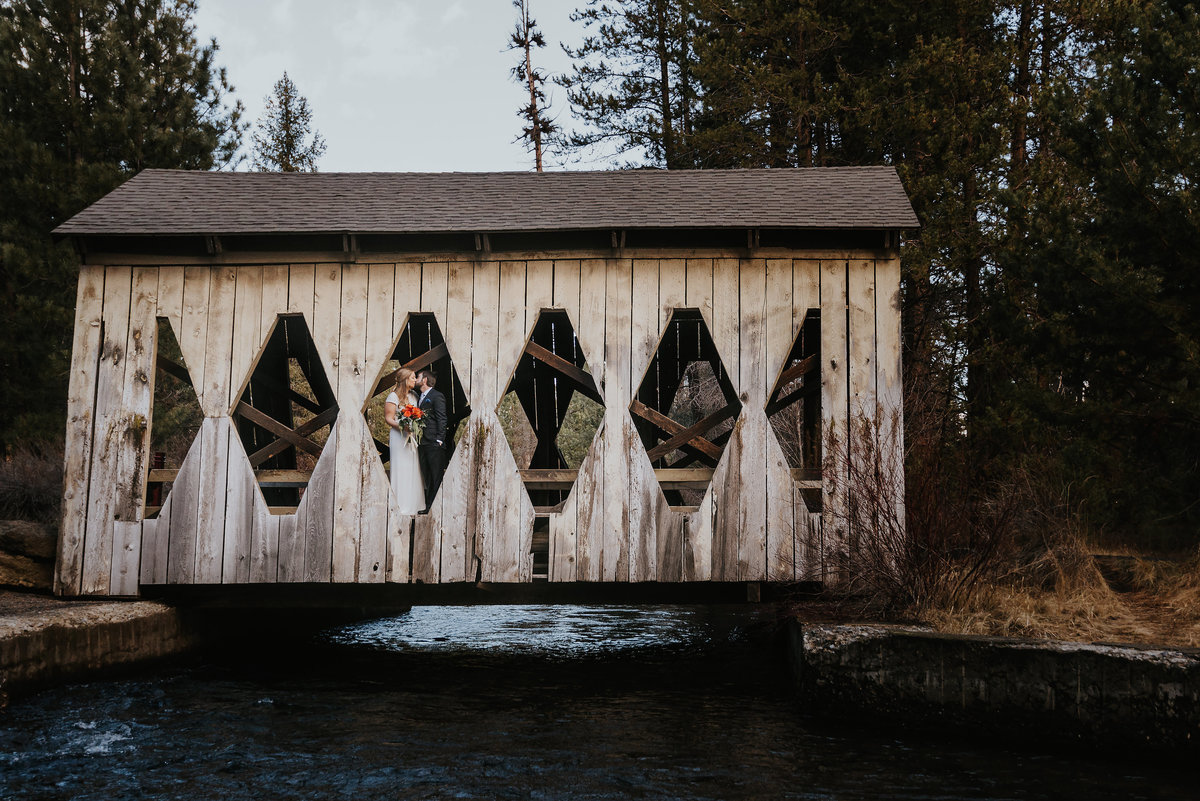 bend-oregon-wedding photographer-elopement-adventure-photograher-meredith-sands-photography -1
