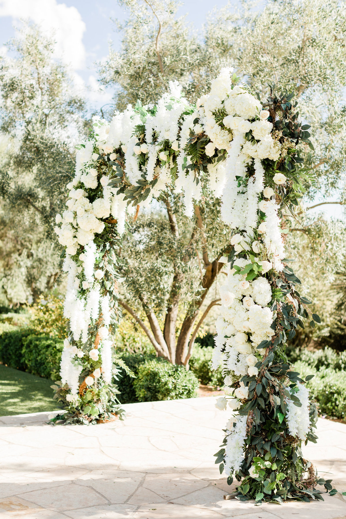 luxury wedding ceremony arch at el chorro an arizona wedding venue
