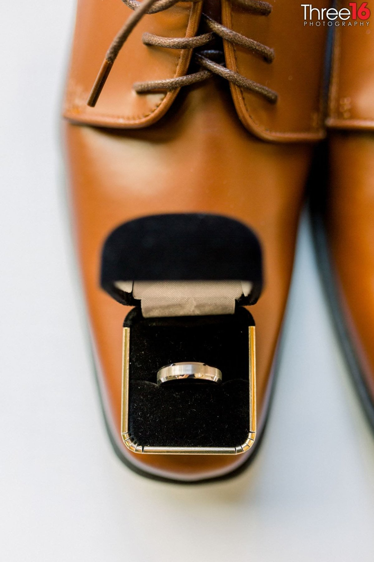 Groom's shoes and the wedding ring