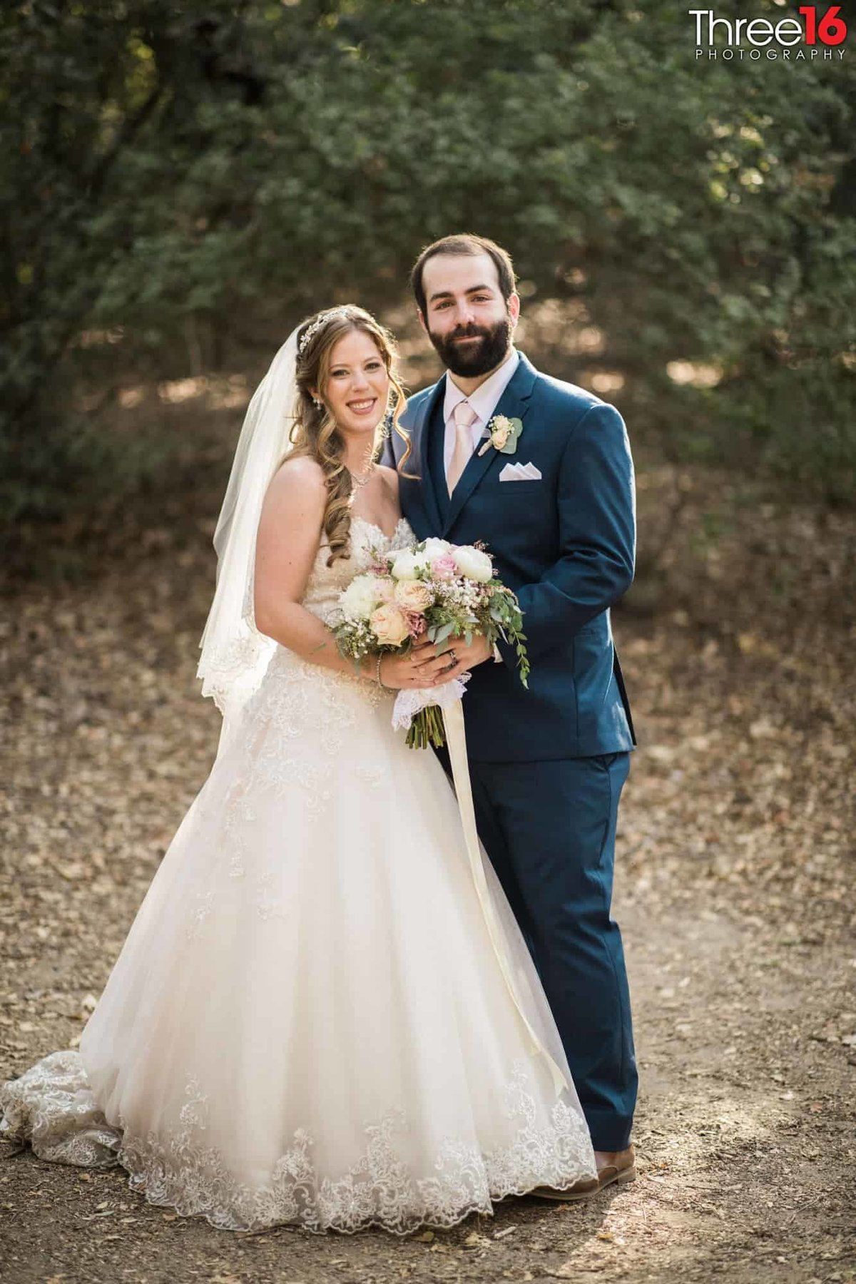 Oak Canyon Nature Center Wedding Anaheim California wedding photographer Ceremony Bride and Groom Photos_1
