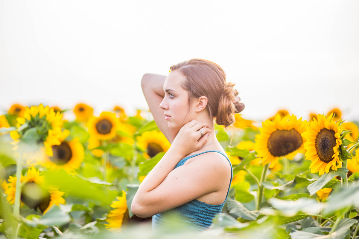 Avon-New-York-Teen-pictures-sunflowers-Carrie-Eigbrett-Photography-3005