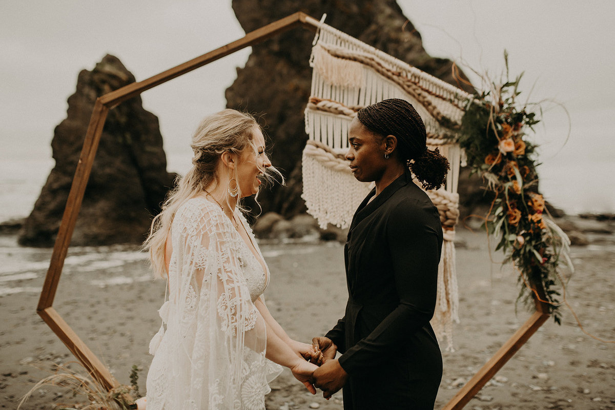 Ruby_Beach_Styled_Elopement_-_Run_Away_with_Me_Elopement_Collective_-_Kamra_Fuller_Photography_-_Ceremony-20