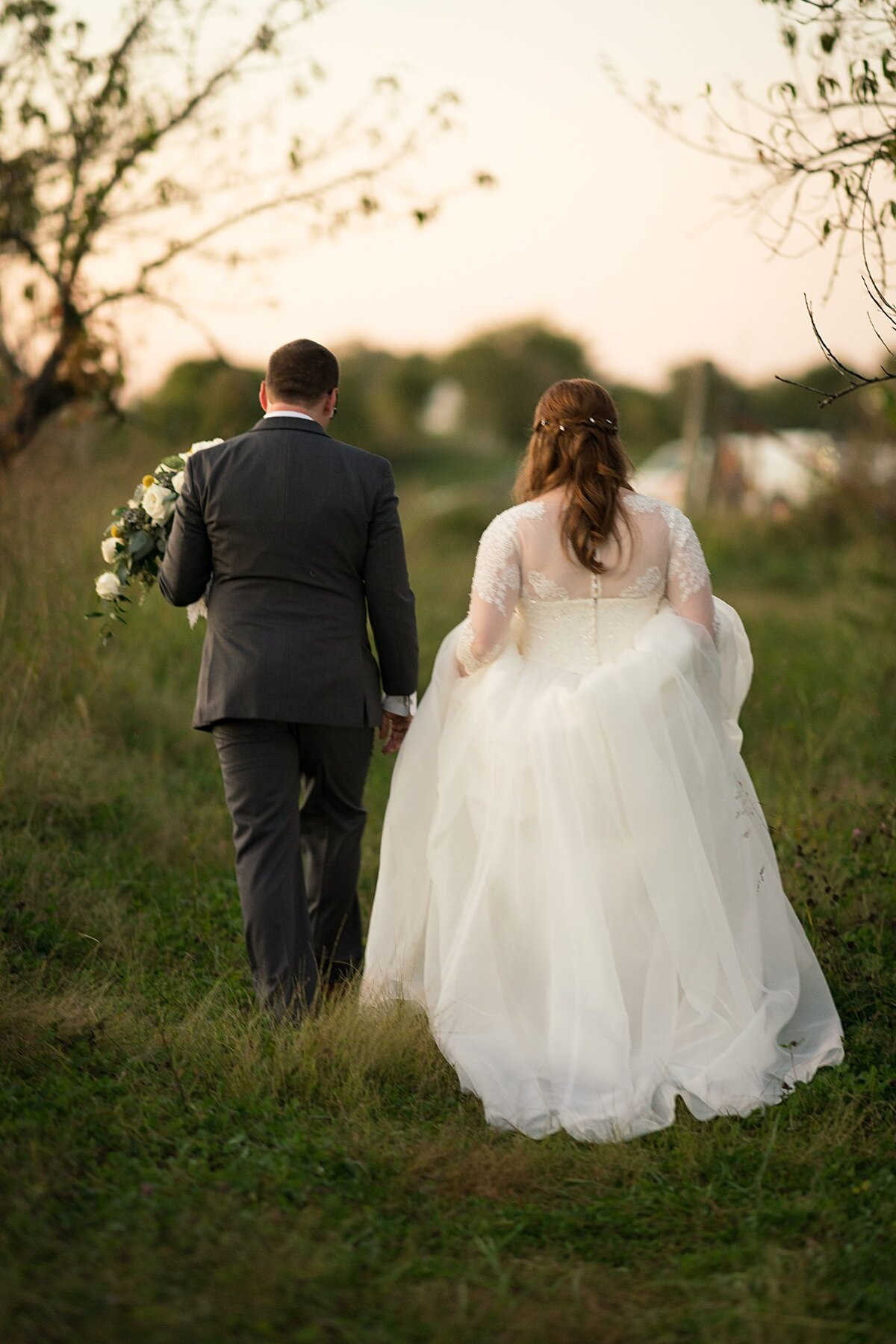 Weston-Red-Barn-Farm-Wedding-Sunset-Photos-KC-Wedding-Photographer-Emily-Lynn-Photography_0070