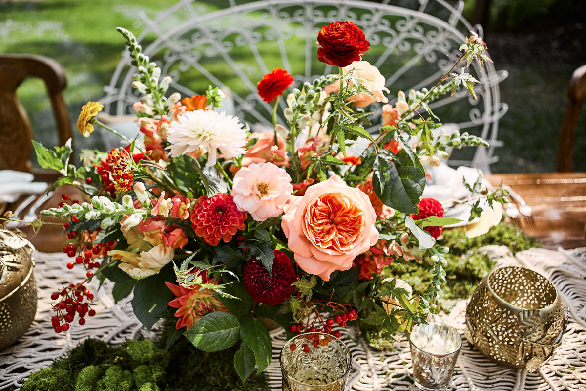 red coral pink centerpiece