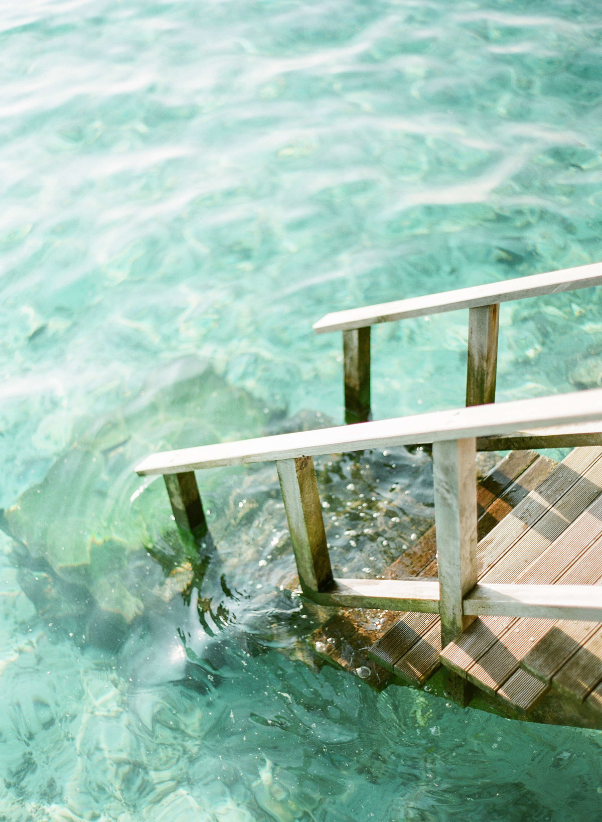 2-KTMerry-destinationwedding-Maldives-staircase