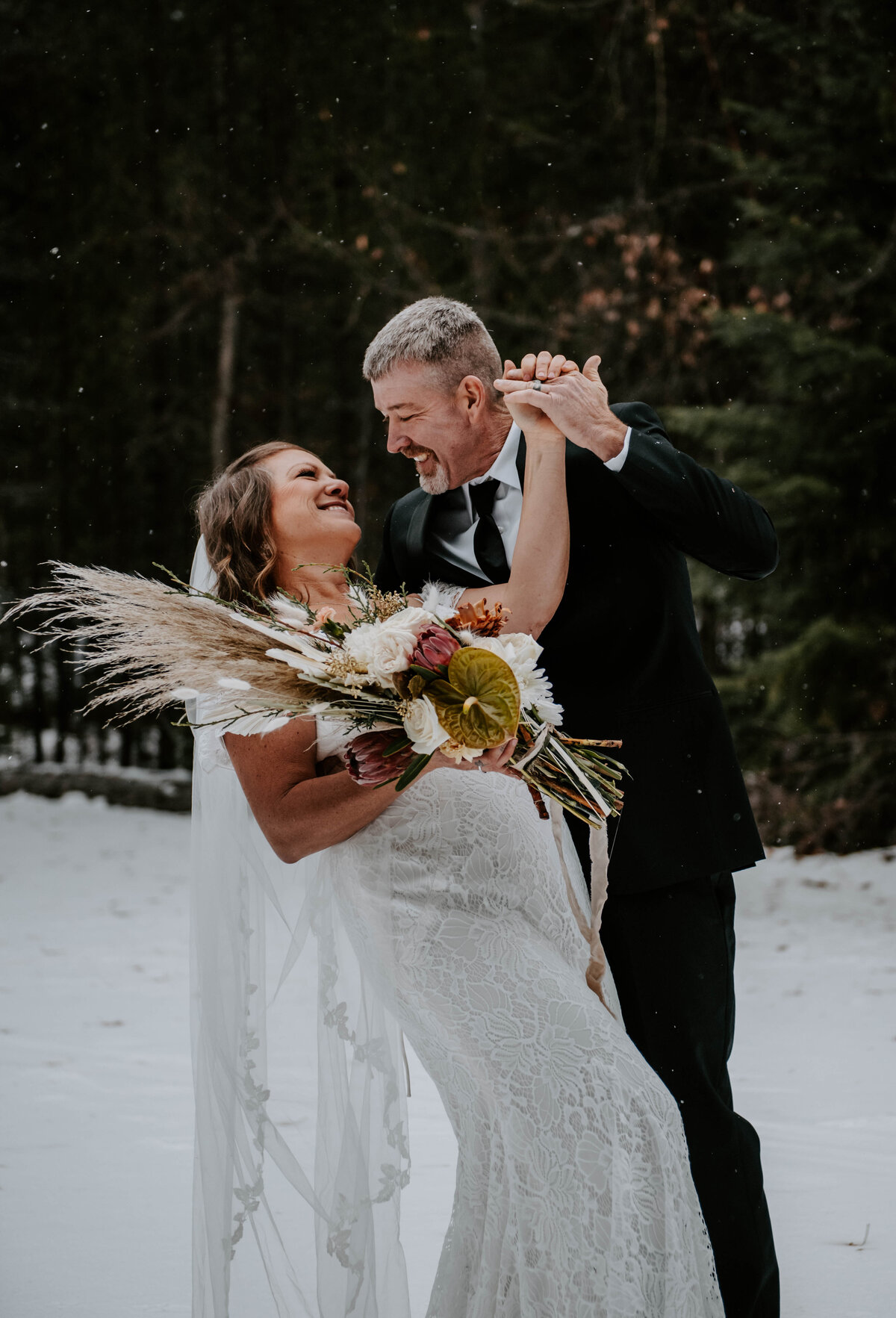 suttle-lake-sisters-oregon-lodge-woods-vow-renewal-photographer-wedding-elopement-2838