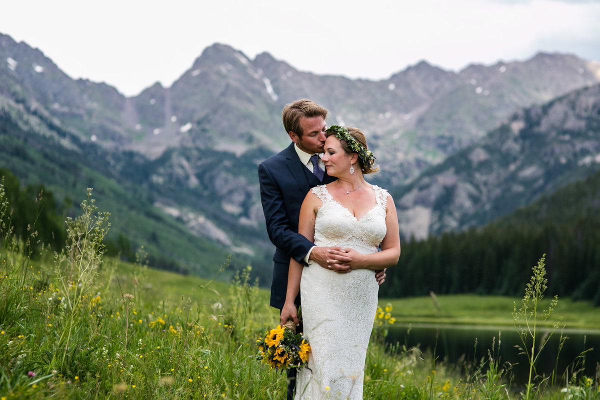 bride and groom with lake and mountains piney ranch