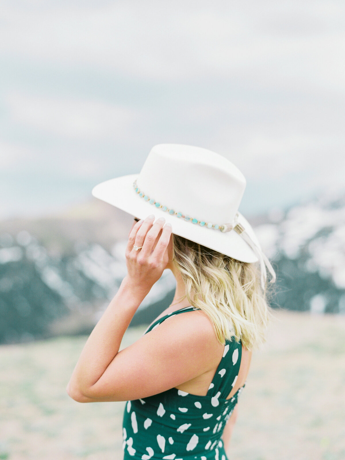 Melissa Brielle Photography Colorado Fine Art Wedding Engagement Photographer Photograph Melissa Minkner Light Airy Luxury High End2