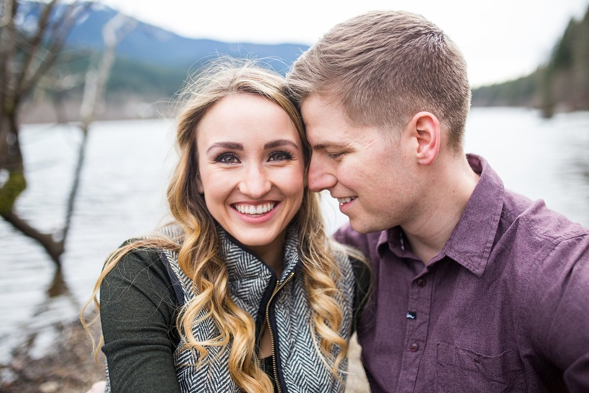Rattlesnake-Lake-engagement-portraits (10)