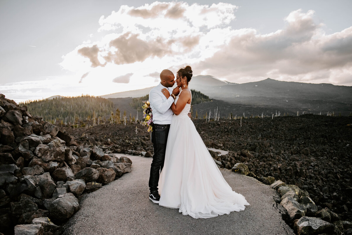 sisters-bend-oregon-summer-wedding-elopement-photographer-dress-scenic-byway-wedding-deewright-observatory-5300