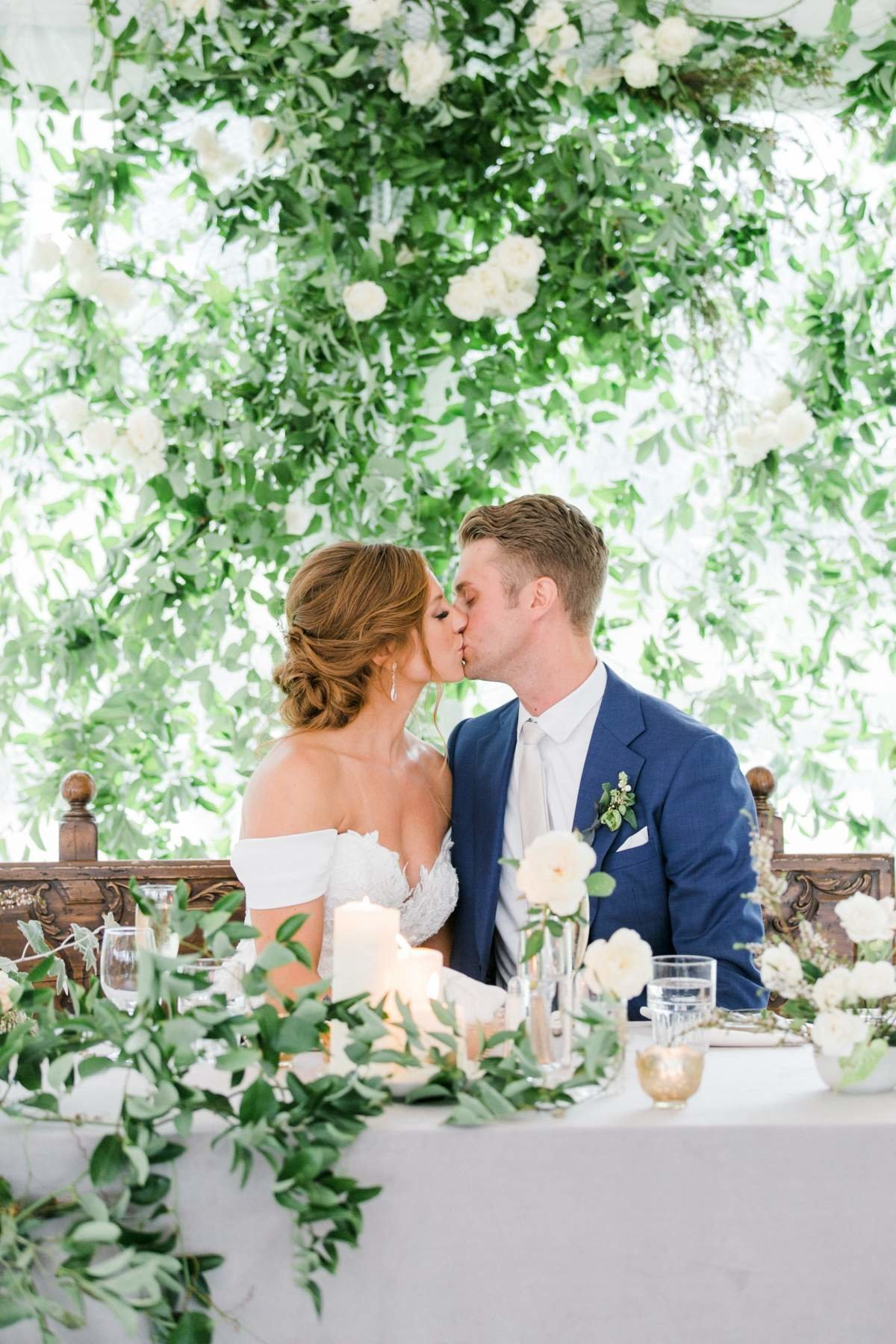 michigan-wedding-with-greenery-sweetheart-table