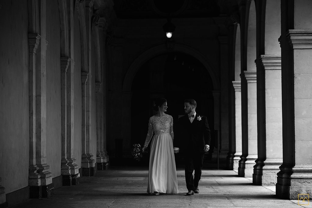 Amédézal-wedding-photographer-lyon-mairie-1-couple-franco-britannique-photos-couple-beaux-arts
