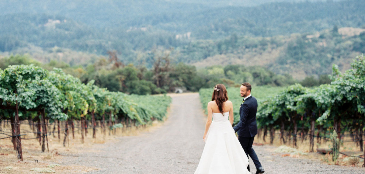 sallypinera_vineyard-couple