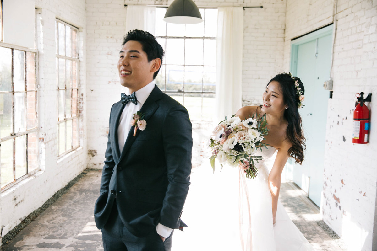 Dallas-Downtown-wedding-at-Hickory-Street-Annex-by-Julia-Sharapova-Photographer-52