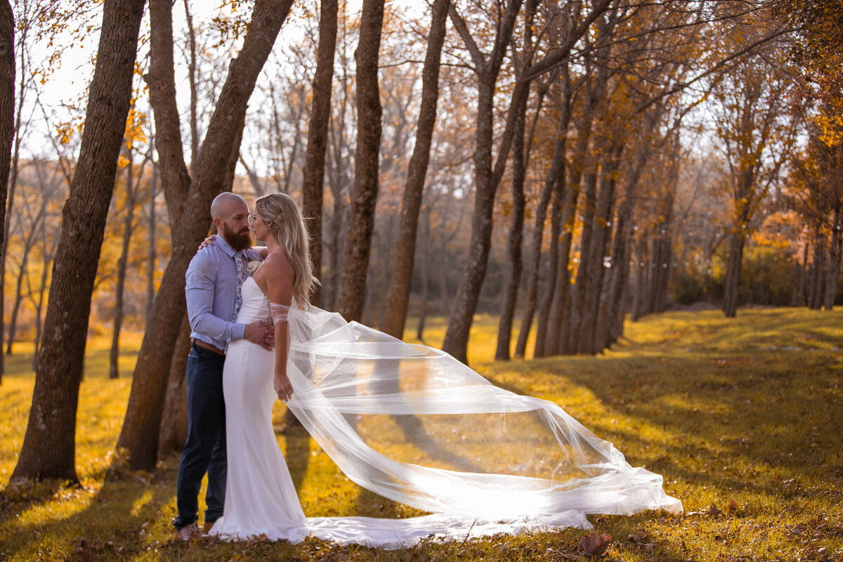 Barnes-place-des-monines-iowa-rustic-wedding-photo-ideasPhoto-130
