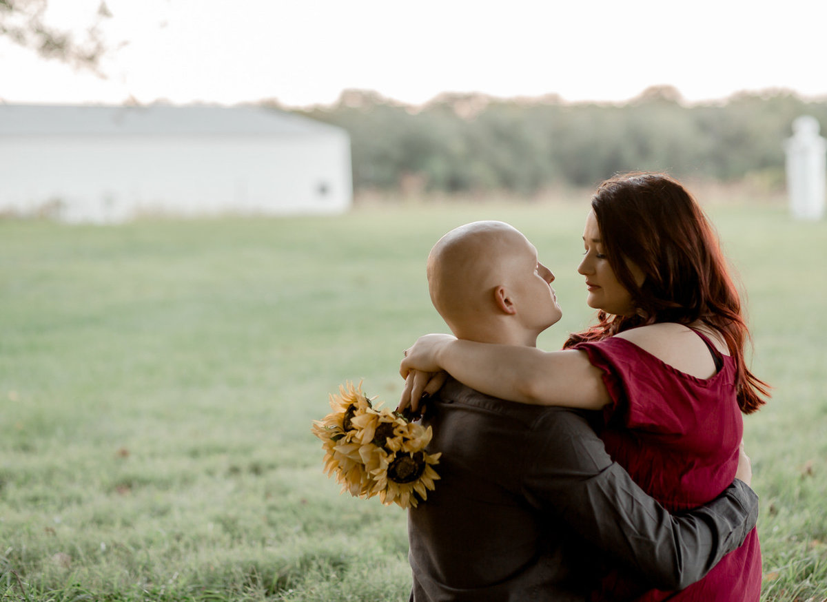 Engagement session in the sunflower field0049