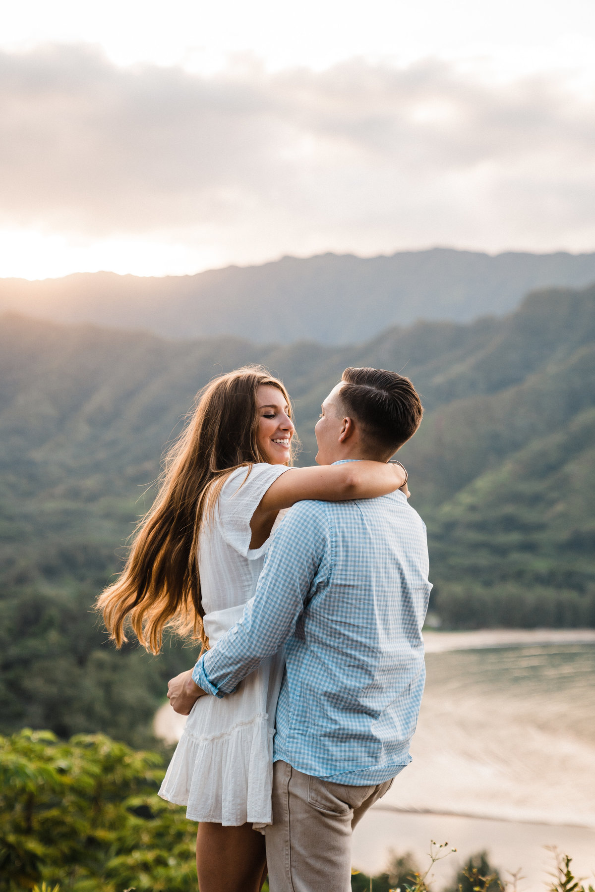 crouching-lion-engagement-proposal-oahu-hawaii-adventure-photographer-sydney-and-ryan-7