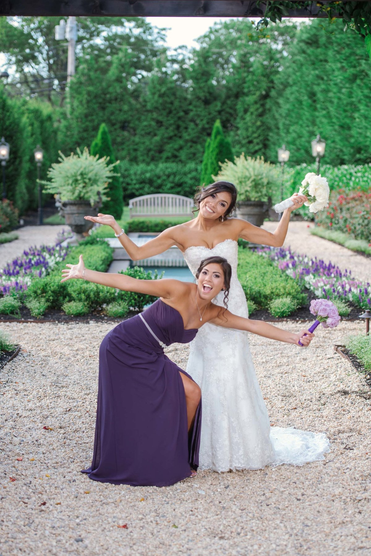 Fun bride and maid of honor photo at Larkfield Manor