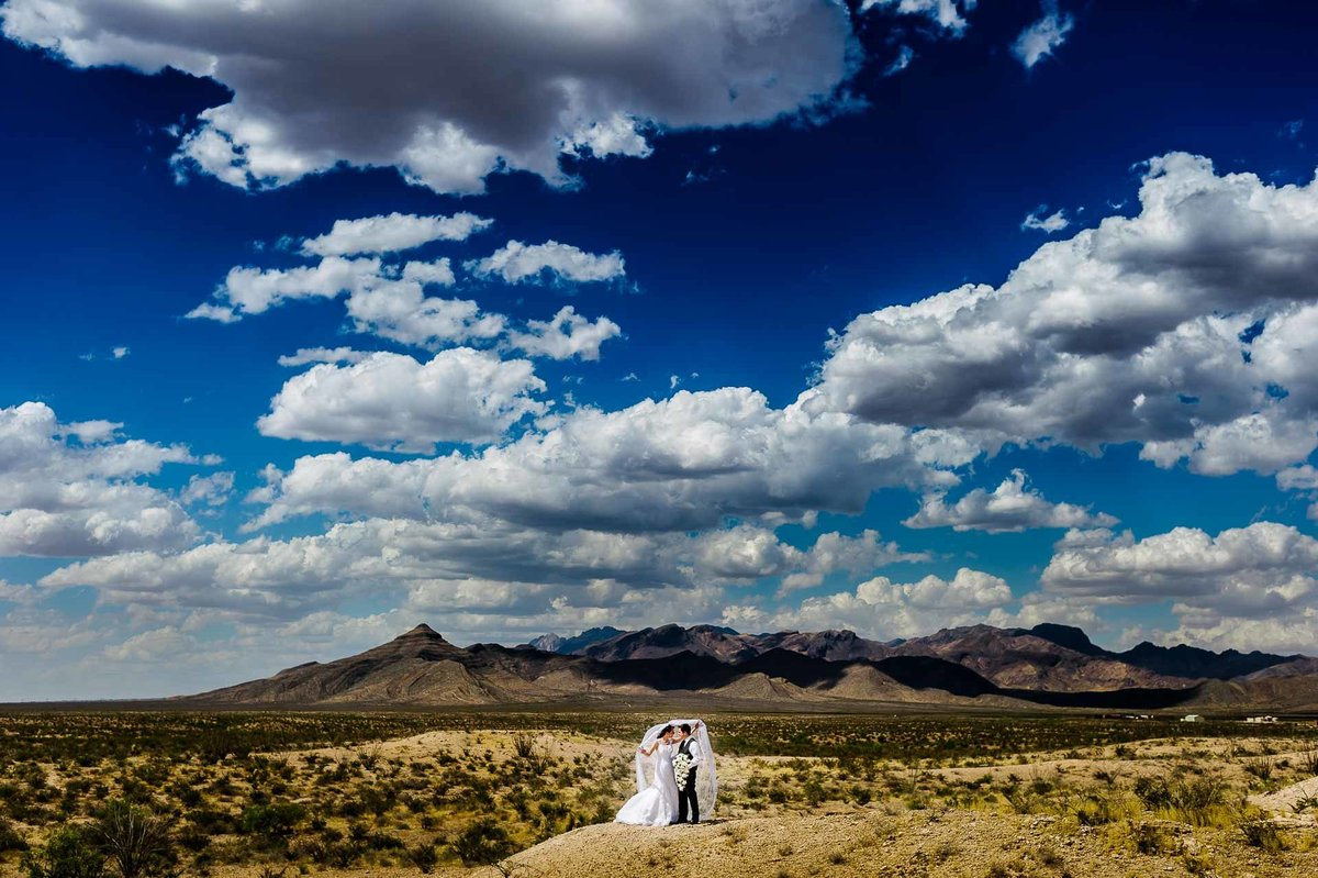 bride and groom portrait in the desert in el paso by stephane lemaire photography
