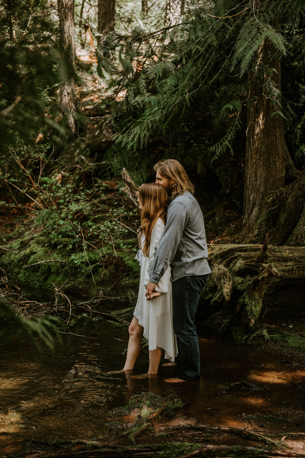 sahalie-falls-summer-oregon-photoshoot-adventure-photographer-bend-couple-forest-outfits-elopement-wedding7937
