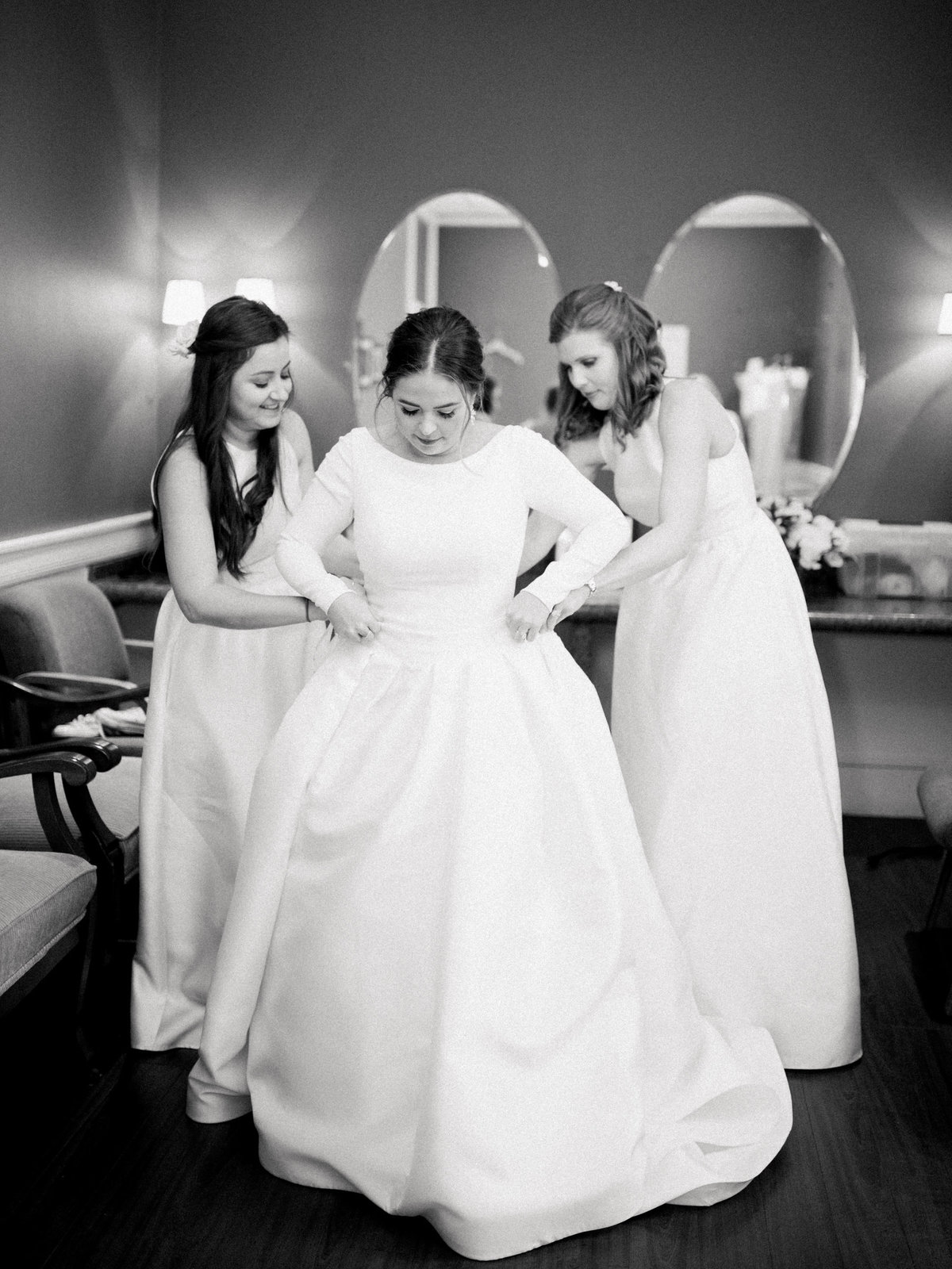 Courtney Hanson Photography - Festive Holiday Wedding in Dallas at Hickory Street Annex-0775