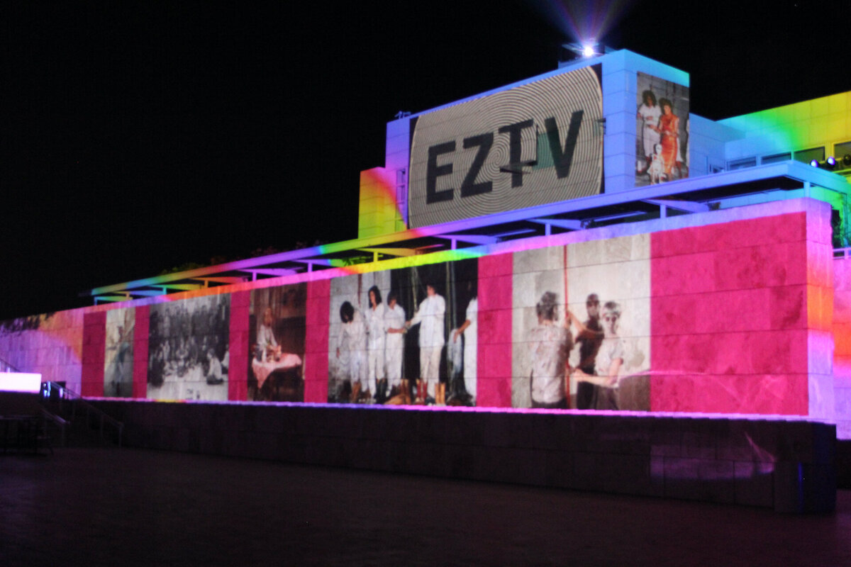 Pacific Standard Time opeing gala video projection on the Getty 2011