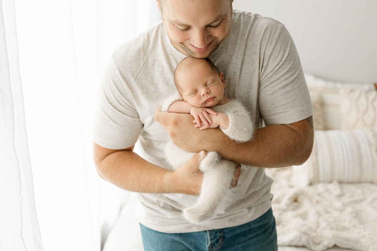 hilliard-ohio-newborn-photographer-natural-light-lifestyle-baby-pictures-amanda-estep-photography
