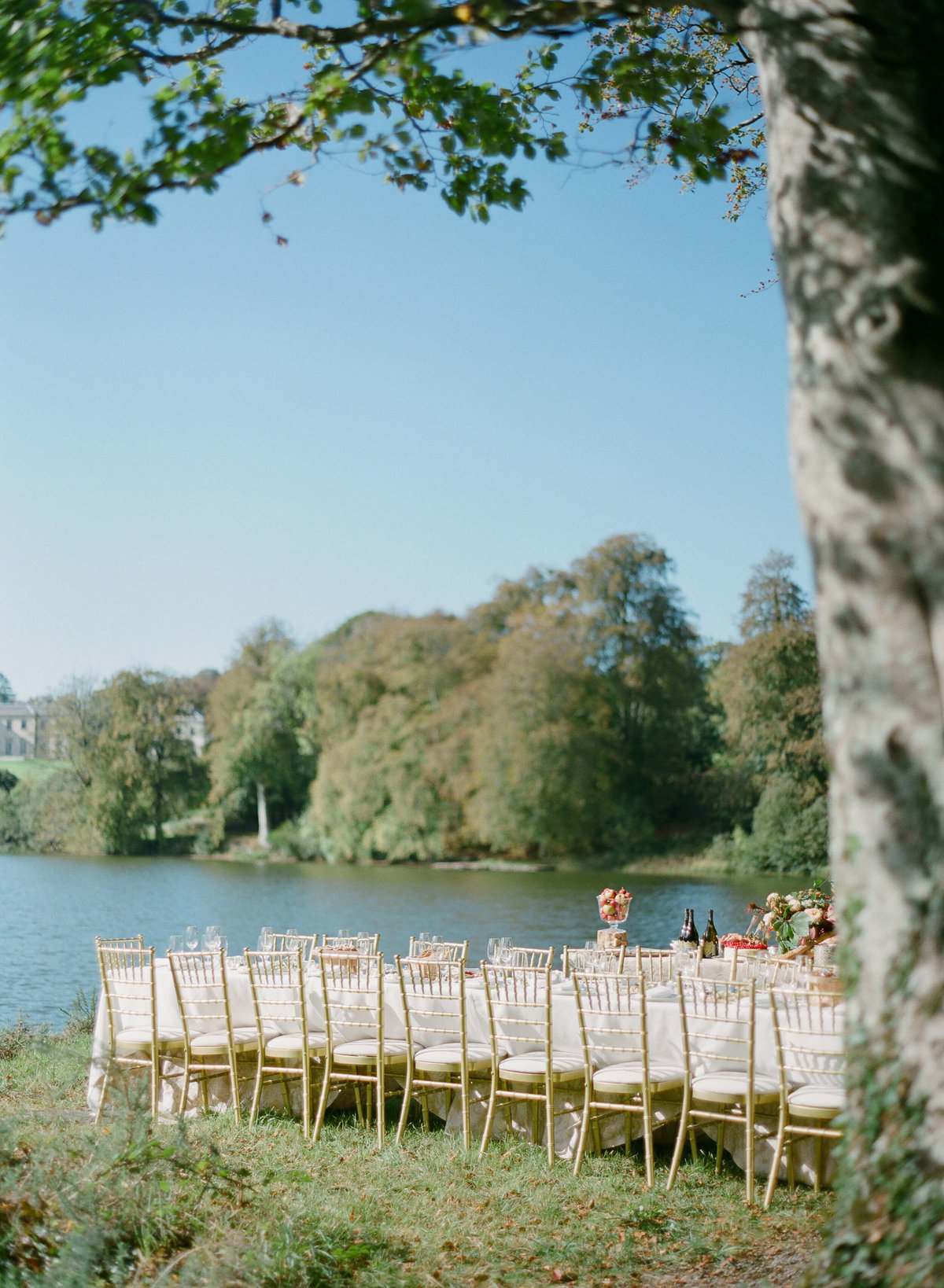 41-KTMerry-destination-weddings-outdoor-dining-Ireland
