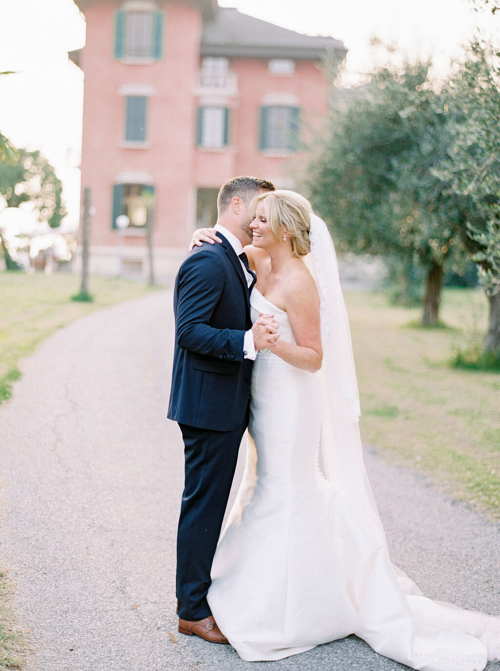best-italy-wedding-photographer-soft-airy-lake-como-garda-mike-hannah-previews-15