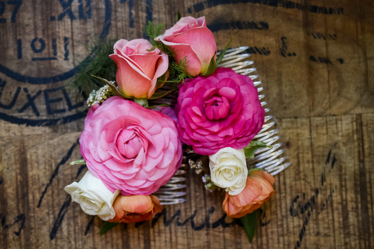 Spray roses and ranunculus  flowers for bridesmaids hair combs